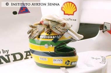 Senna-helmet