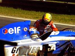 Senna helping to Erik Comas